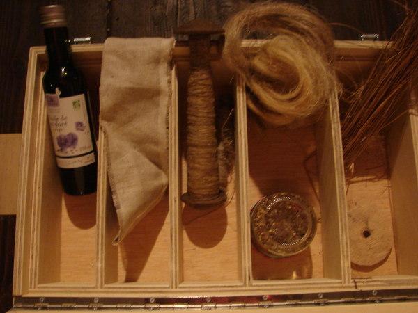 Kit à Toucher avec du fil, de la laine, des graines…