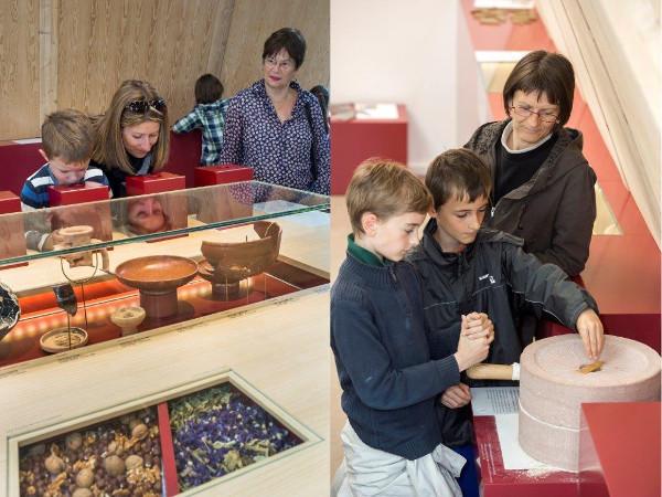 Parents et enfants découvrent les objets archéologiques de la Villa à Dehlingen.