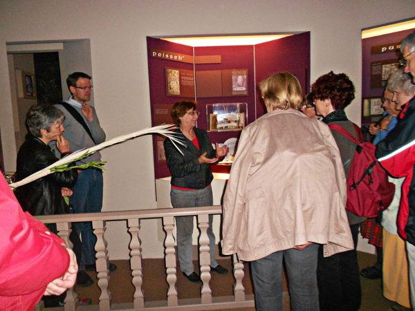 Groupe participant à une visite guidée du Musée Judéo-Alsacien.