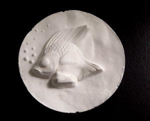 Modelage en forme de poisson réalisé lors de l'atelier «A la pêche au moule».