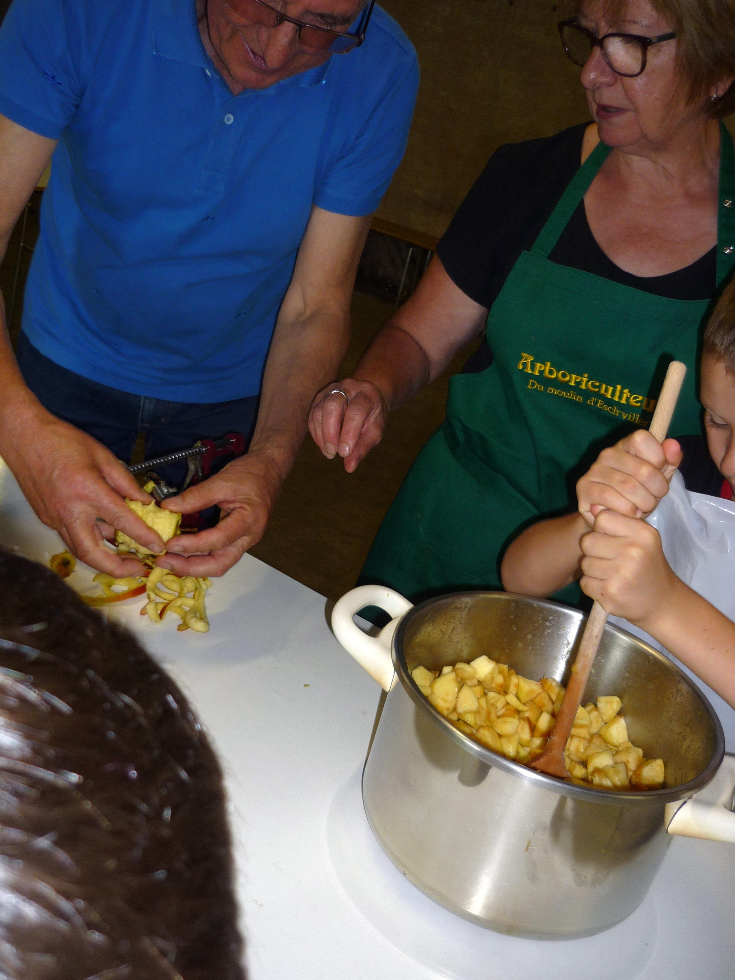 Réalisation d'une compote de pommes au moulin d'Eschviller